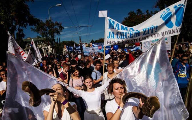 Bratislavas osalesid tuhanded inimesed pühapäeval meeleavaldusel, kus nõudsid abordi keelamist.