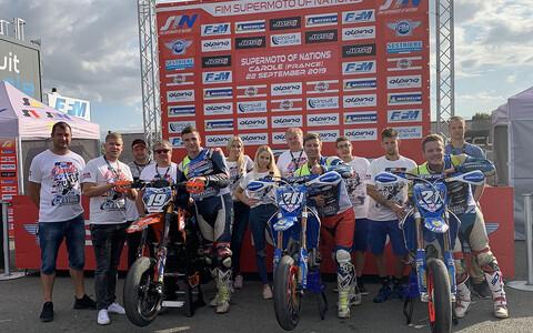Alex Vetkin (19), Prants (20) ja Patrick (21) Pals koos Eesti tiimiga