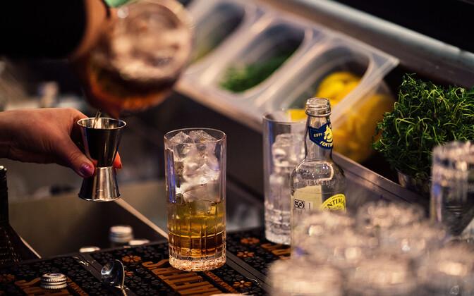 Kokteili valmistamine baaris