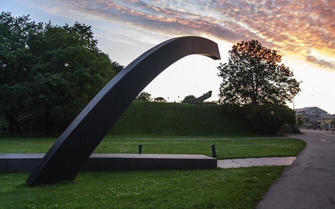 The 'Broken Line' monument in Tallinn.