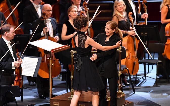 Helilooja Zosha Di Castri ja dirigent Karina Canellakis BBC Promsi esimesel õhtul
