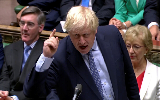 Boris Johnson parlamendi ees.