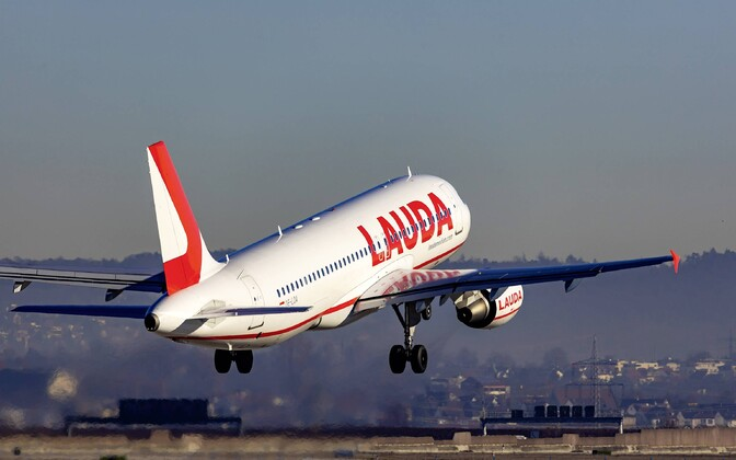 Lauda plane in takeoff.