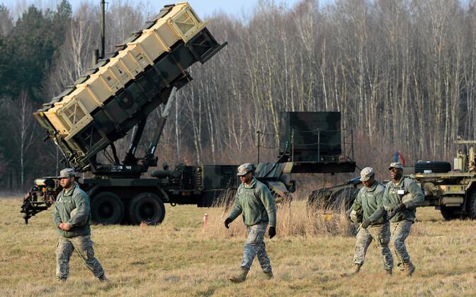 USA õhutõrjesüsteemi Patriot patarei ja USA sõjaväelased.