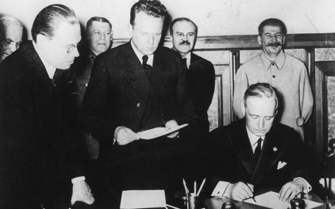 Molotov-Ribbentropi pakti allakirjutamine Moskvas 1939. aastal.