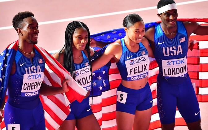 USA 4x400 meetri segateatejooksu koondis (vasakult Michael Cherry, Courtney Okolo, Allyson Felix ja Wilbert London)