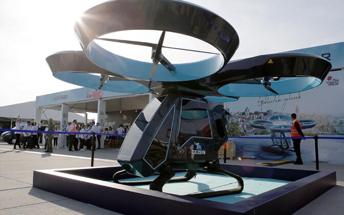 Lendavad taksod meenutaksid tõenäoliselt ülekasvanud drooni.
