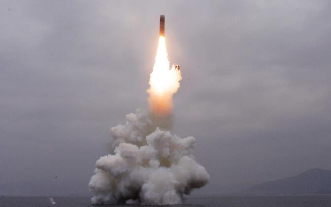 KCNA jagatud foto Põhja-Korea raketikatsetusest.