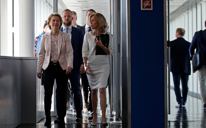 Euroopa Komisjoni president Ursula von der Leyen (vasakul).