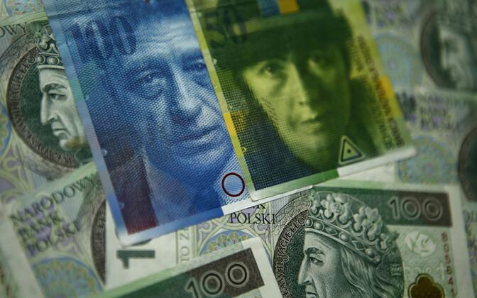 Šveitsi frangid ja Poola zlotid.