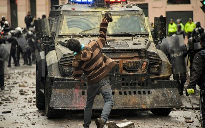 Протесты в Эквадоре привели к столкновениям с полицией.