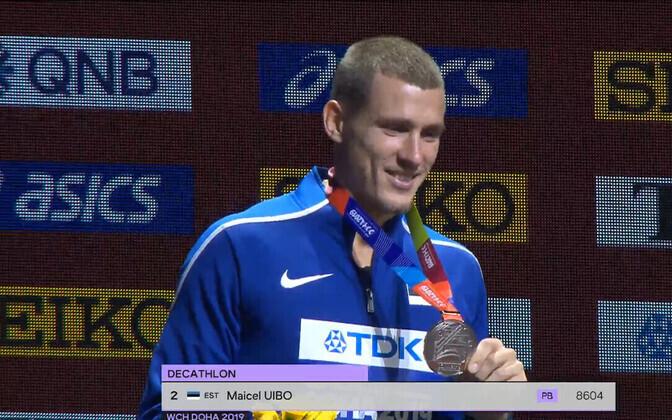 Майкель Уйбо с медалью.