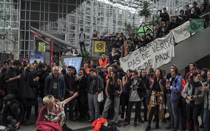 Kliimaaktivistid blokeerisid Pariisis kaubanduskeskuse.