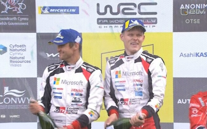 Ott Tänak (right) and co-driver Martin Järveoja in the podium in Wales.