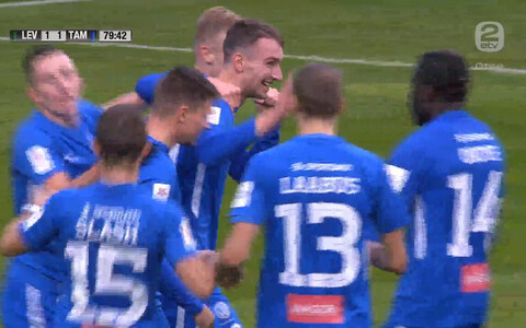 Tartu Tammeka mängijad tähistamas Sten Reinkorti väravat