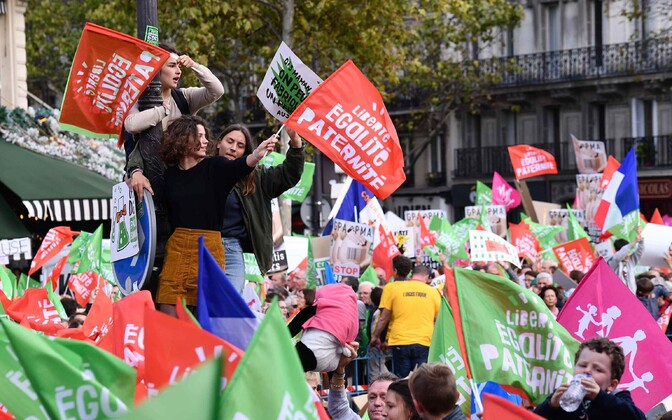 Meeleavaldajad pühapäeval Pariisis.