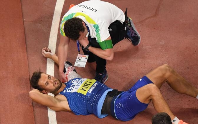 Magnus Kirt vigastas eelviimasel katsel endal viskeõlga.