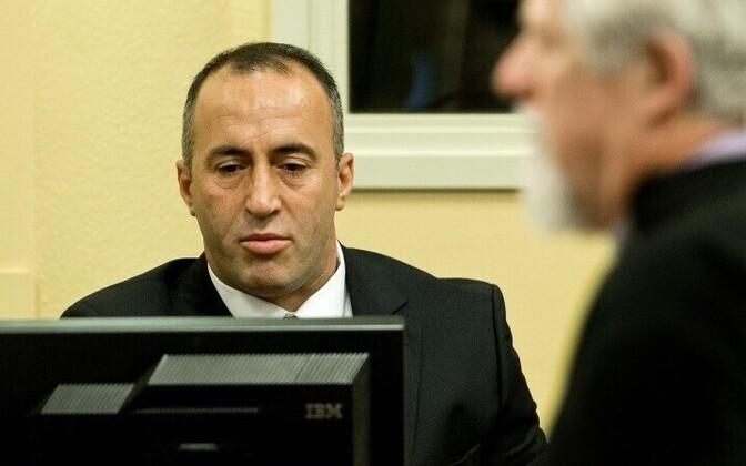 Подозреваемый в военных преступлениях премьер-министр Косово Рамуш Харадинай подал в отставку.