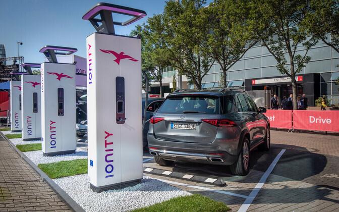 На станциях обслуживания в Мярьямаа и Хяэдемеэсте будут установлены скоростные зарядные устройства производства IONITY.