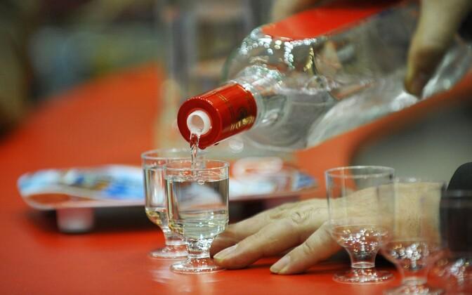 Эксперты пришли к выводу, что наказание за продажу и распространение алкогольной продукции, возможно, следовало бы ужесточить. Иллюстративная фотография.