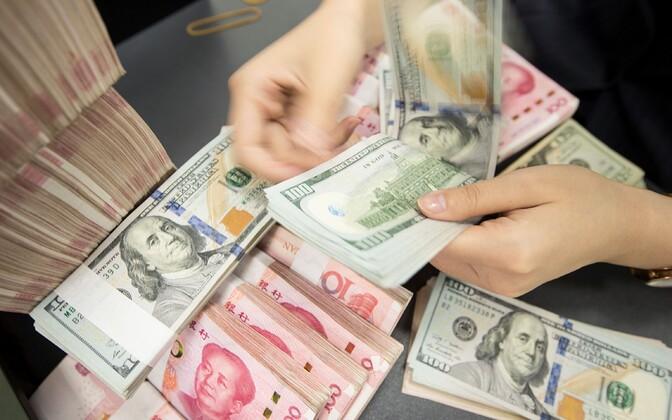 Edaspidi saab Swedbanki sularahas arveldada üksnes eurodes