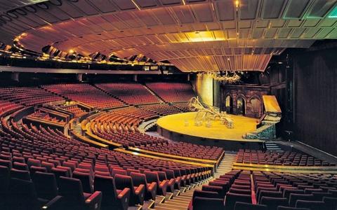 2010. aastal suletud linnahalli kontserdihall, kuhu võiks tulla ooperi- ja kontserdisaal.