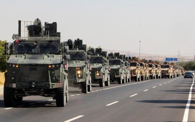 Türgi relvajõudude sõidukid Süüria piiri lähistel 9. oktoobril.