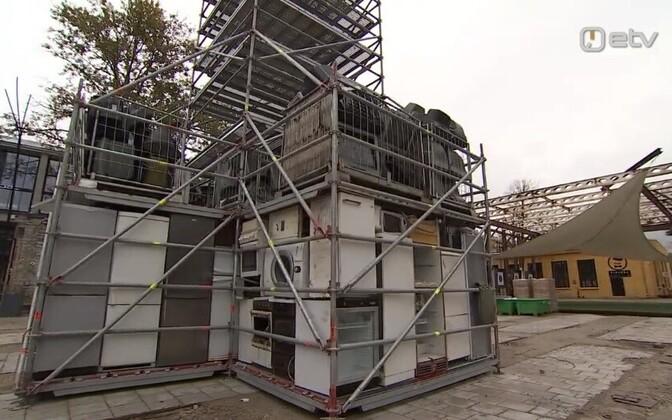 Башня из электронных отходов.