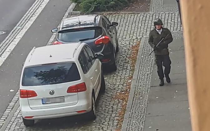 Ründaja Halle tänaval.