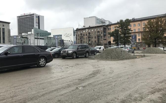 Парковка на месте бывшей Художественной академии.