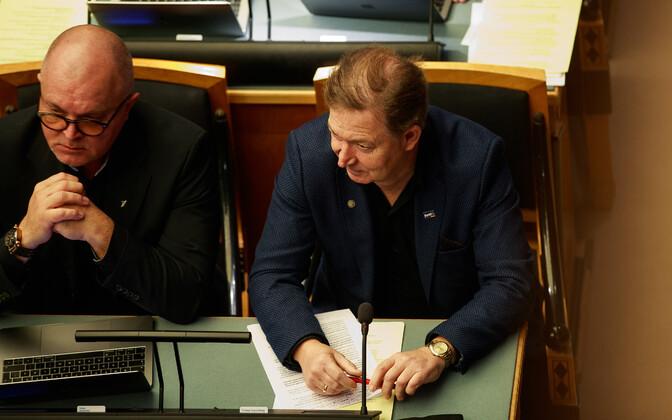 Urmas Espenberg (right) at the Riigikogu.