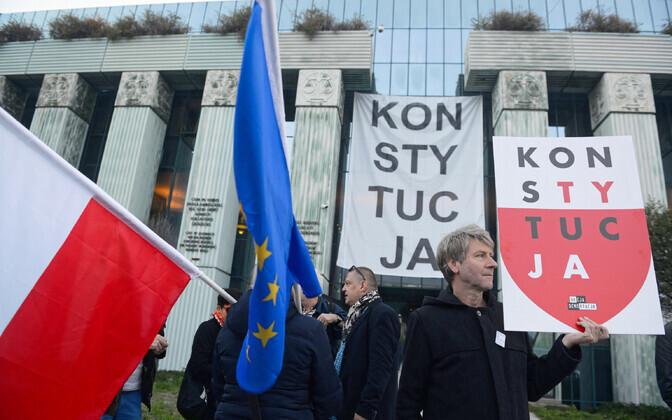 Poola kohtureformi vastane meeleavaldus Varssavis.