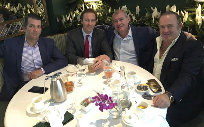 Igor Fruman (paremalt esimene) ja Lev Parnas (paremalt teine) koos Donald Trump juuniori ja Tommy Hicks juunioriga 2018. aasta mais.
