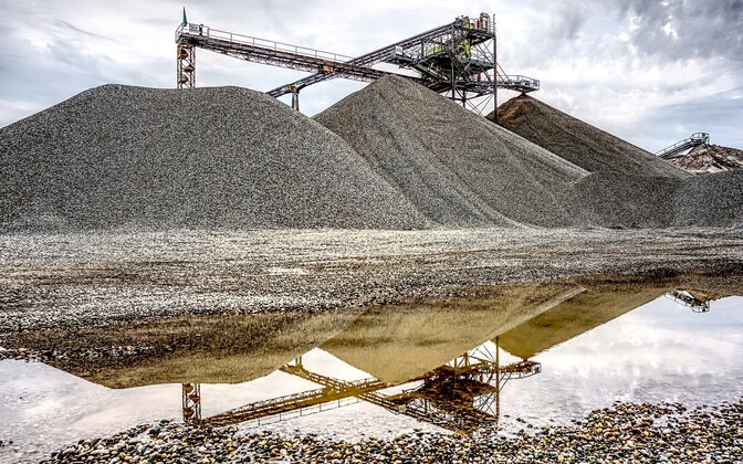 Mining (photo is illustrative).