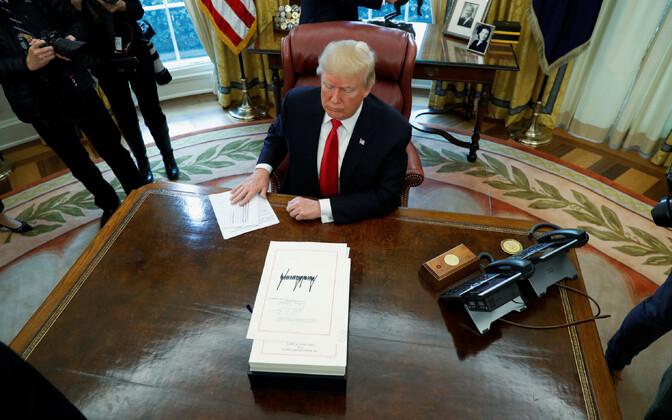 USA president Donald Trump Valges Majas otsuseid allkirjastamas.