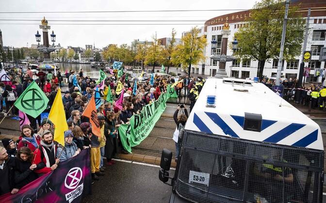 Liikumise Extinction Rebellion aktivistid Amsterdamis.