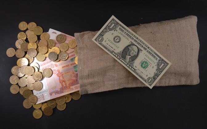Vene rublad ja USA dollar.