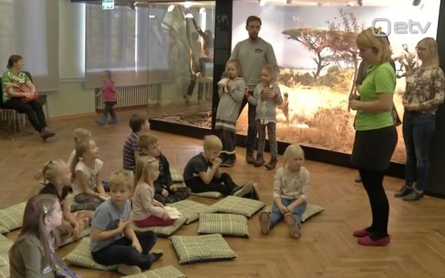 Lapsed muuseumis.