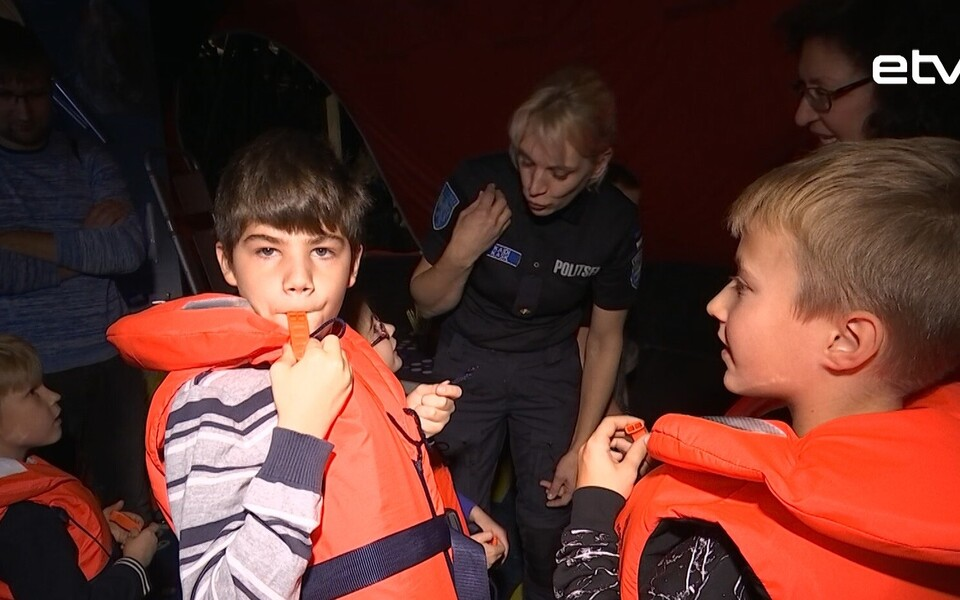 В столичной Летной гавани обучали спасению на воде.