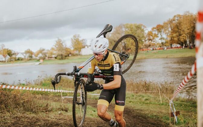 Markus Pajur cyclo-crossi võistlusel