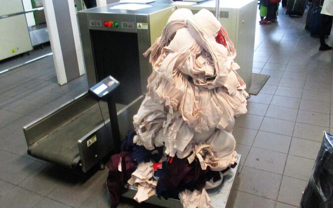 24 кг бюстгалтеров задержали на границе в Ивангороде.