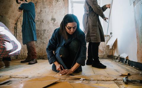Tartus Kogo galeriis näeb Teheranist pärit kunstniku Bita Razavi tõlgendust Balti identiteedist.