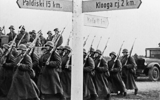 Veokid punaväelastega teel oma uutesse baasidesse Eestis. Suur hulk väge siirdus Paldiskisse.