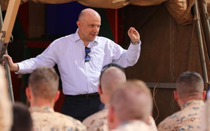 Minister of Defence Jüri Luik on a visit to Iraq.