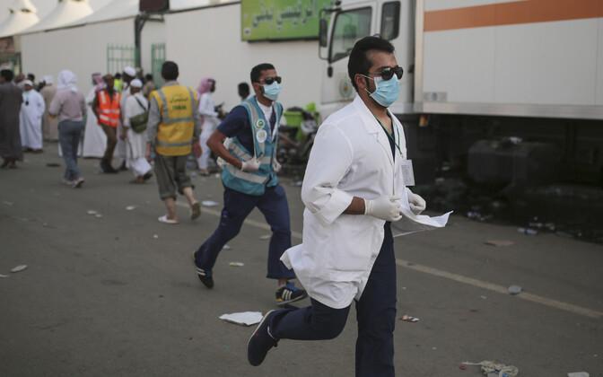 Saudi Araabia meedikud palverändureid aitamas, arhiivifoto.