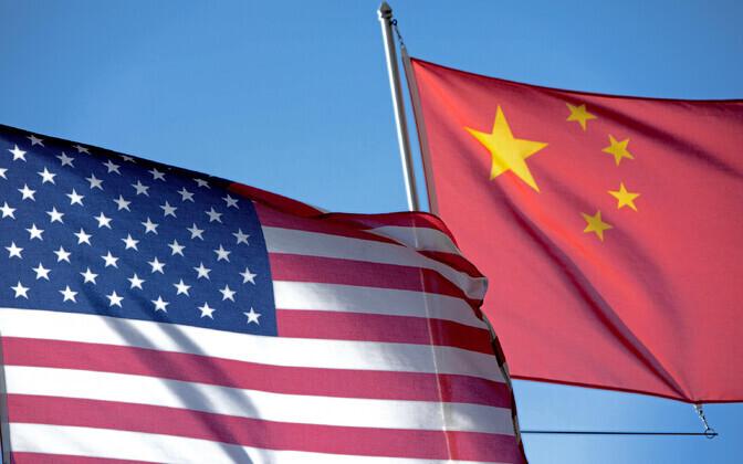 USA ja Hiina lipud.