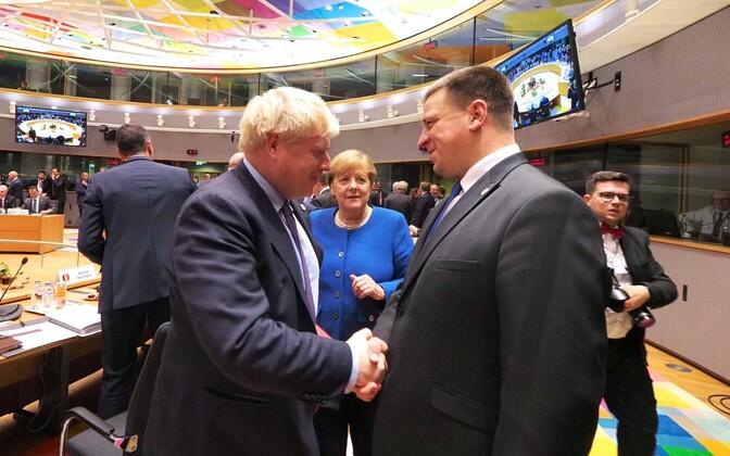 Boris Johnson and Jüri Ratas meet as Angela Merkel looks on.