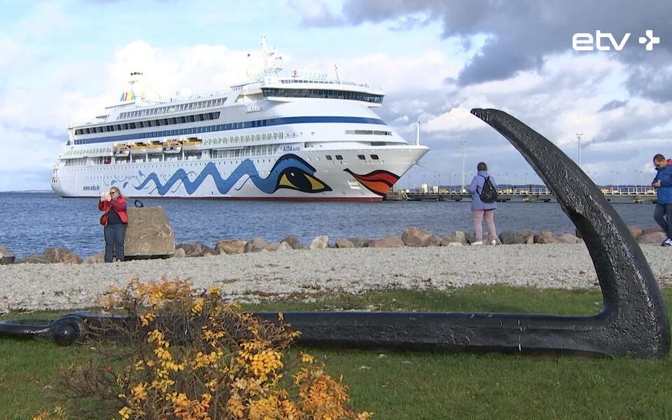Последний круизный корабль в этом сезоне в Таллинне.