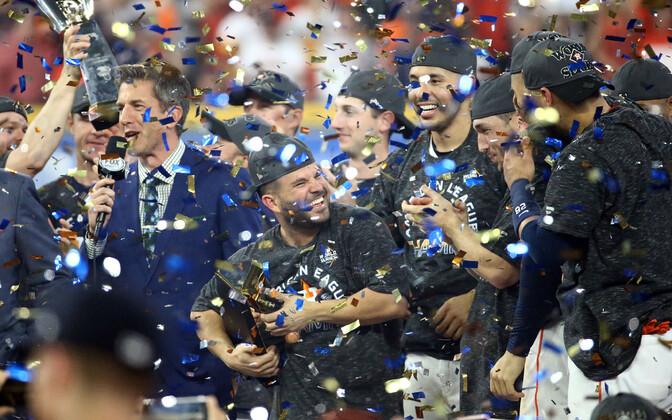 Houston Astrose mängijad tähistamas finaalseeriasse pääsemist