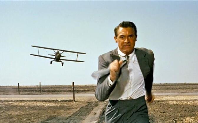 """Cary Grant väetisekülvilennuki vastu Hitchcocki ühes paremini äratuntavas stseenis filmist """"Loode kaudu põhja"""" (""""North by Northwest"""", 1959)"""